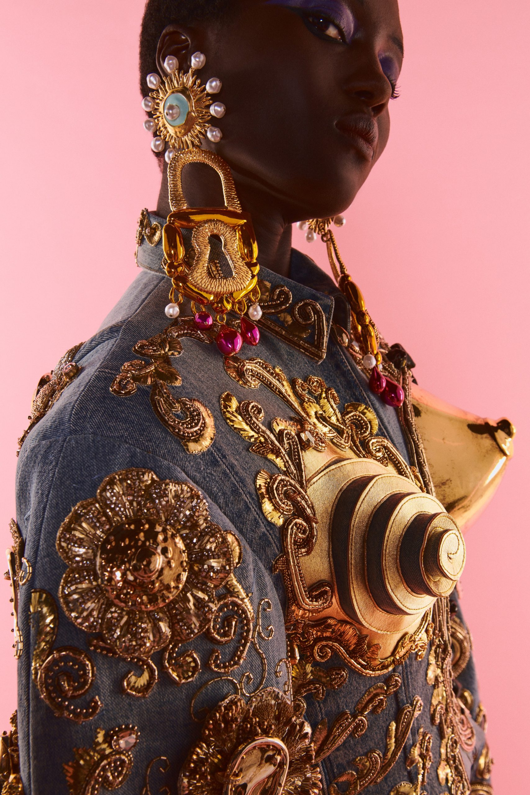 00007-Schiaparelli-Details-Couture-Fall-21-credit-Daniel-Roseberry-brand
